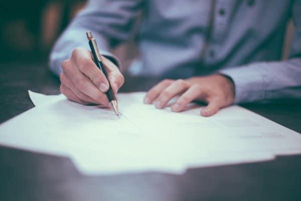 Как оформляются кредиты на документы другого человека?